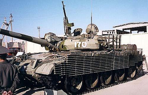 Т-62М оборудованный решетчатыми противокумулятивными экранами