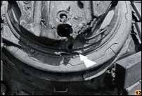 Попаданием с верхнего этажа здания гранаты из РПГ в командирскую башенку Т-72Б1 пробило броню и поразило командира танка. Грозный.