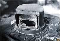Разбитый снайперским выстрелом панорамный прицел. Январь 1995 г. (Фото из архива В. Белогруда)